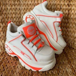 BNIB Buffalo London Neon Trim Platform Sneakers
